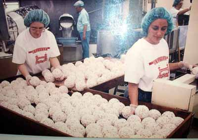Making the famous Humphrey Popcorn Balls